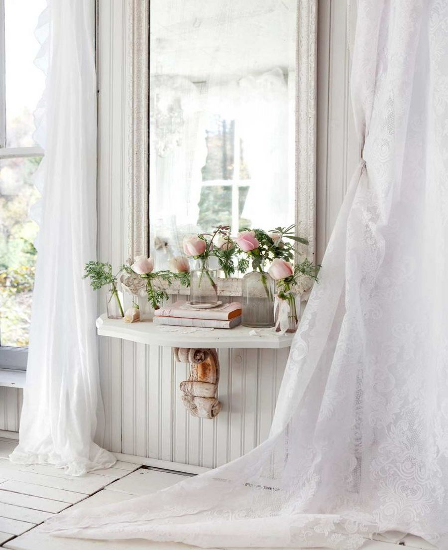 Main lace curtains